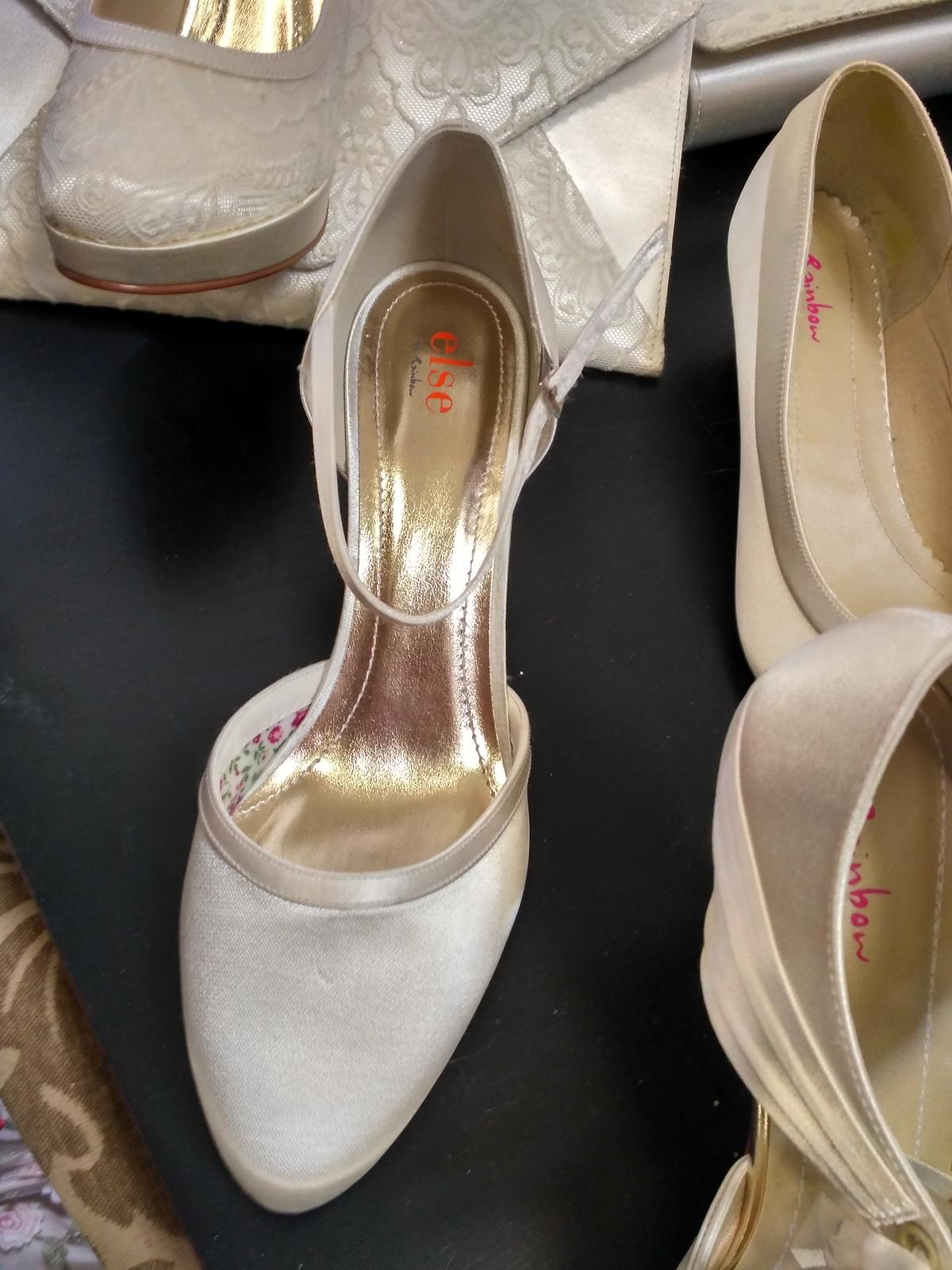 Hladám tieto topánky zn.... - Obrázok č. 1