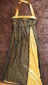 Zlaté šaty pre vysokú ženu, 48