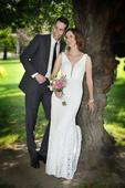 Krajkové ivory svatební šaty s hlubokým výstřihem, 38