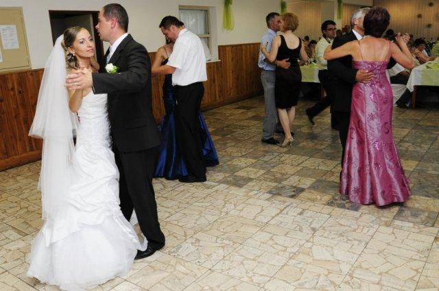 Alena{{_AND_}}Marián - prvý novomanželský tanec
