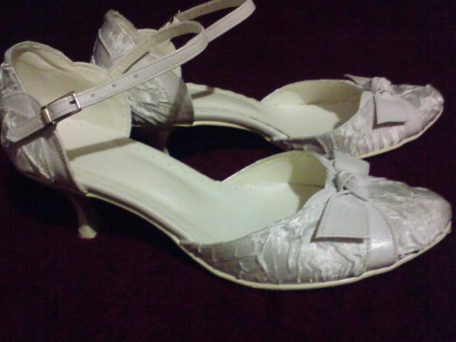 Eva a Martin 3.10.2009 - svadobné topánočky