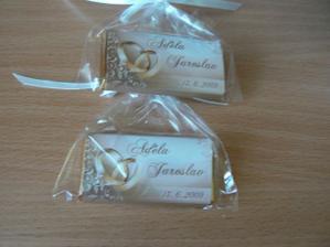 dárečky pro svatebčany jsou taky hotový :-) jsou to čokoládky :-)