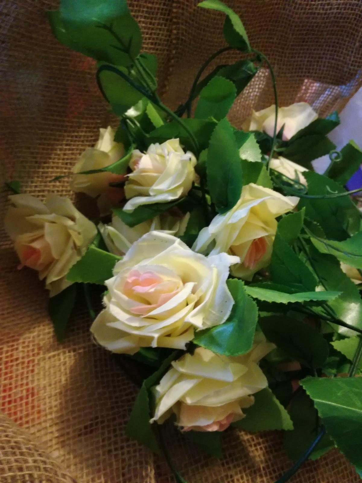 Dekorace s ružemi - Obrázek č. 1