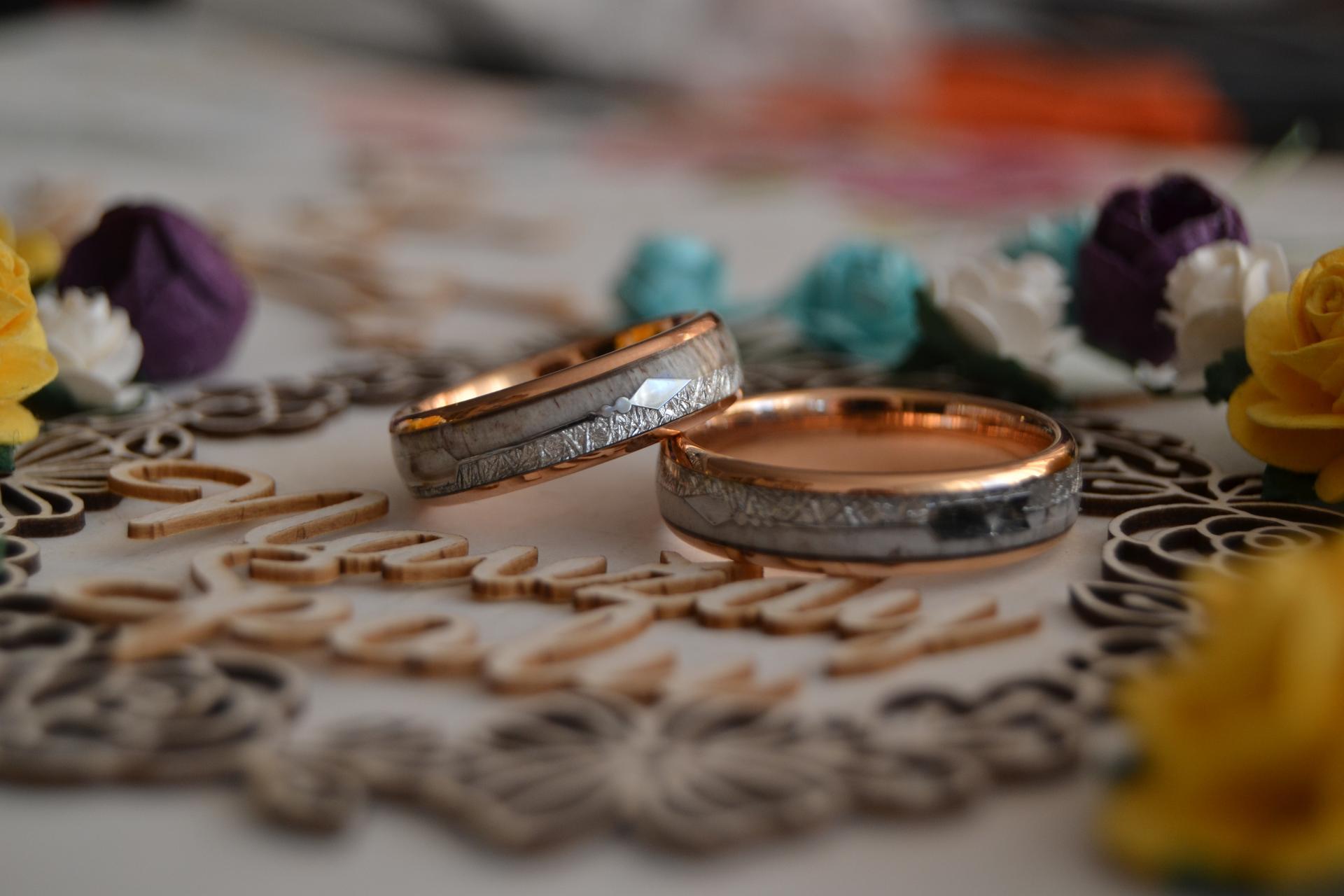 Svatební přípravy - Tak prstýnky máme doma :) A jsem z nich naprosto nadšená! :)