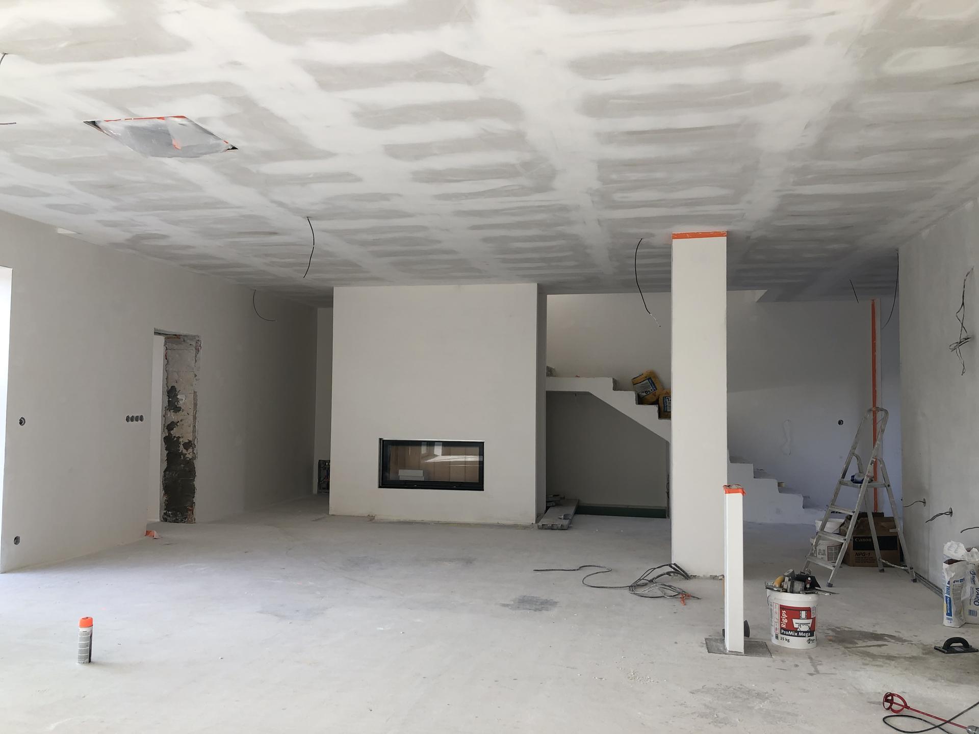 Rekonštrukcia domu - Obývačka pred malovaním