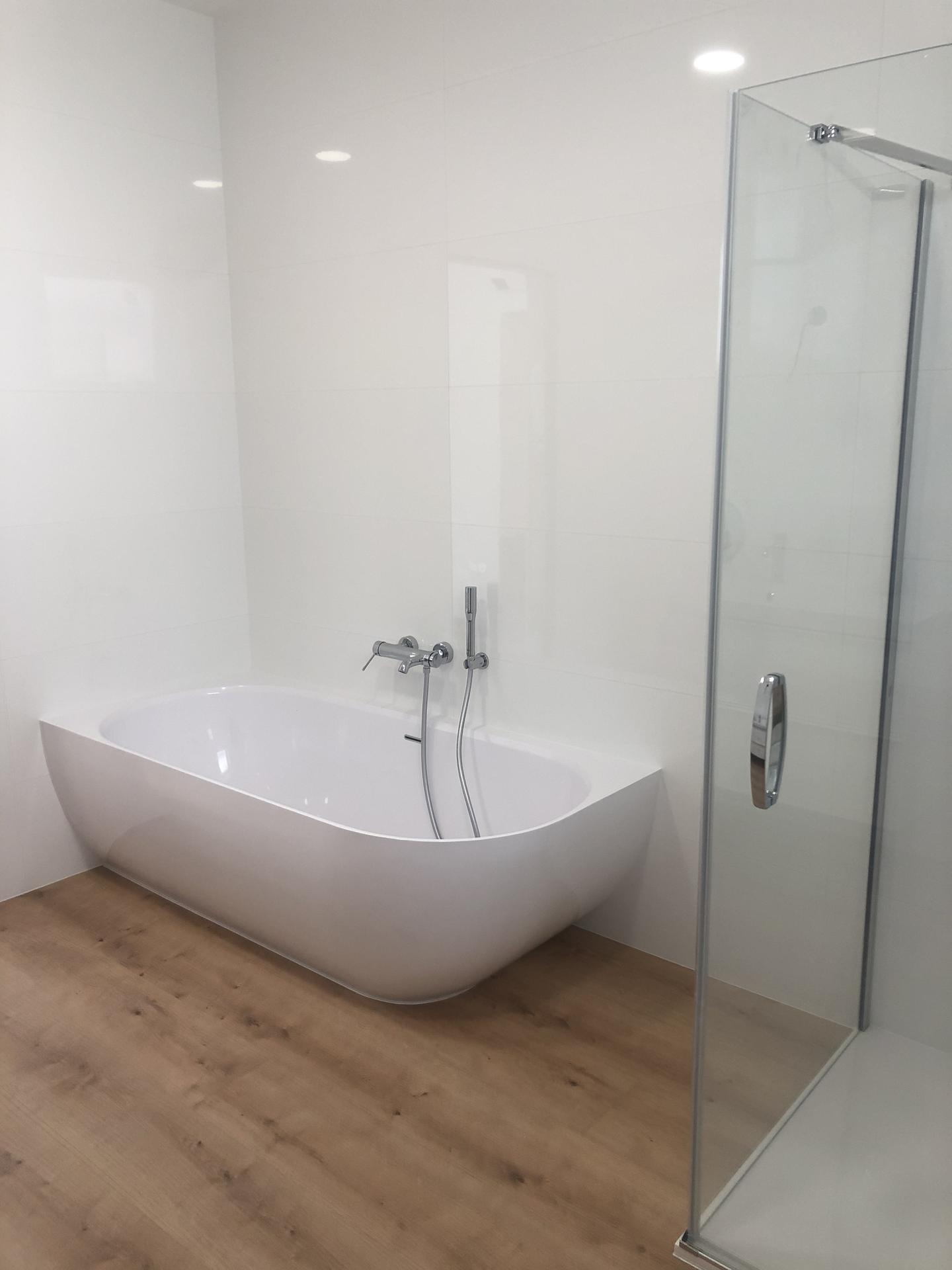 Rekonštrukcia domu - Kúpeľňa spálňa