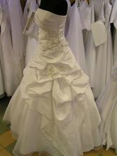šaty č. 5 - na figuríne