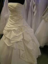 šaty c. 5 - na figuríne 3