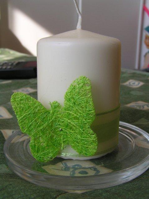 Fialllka a bobek 2 - takto som ozdobila sviečku :O)