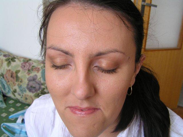 Fialllka a bobek 2 - skúška make-upu :O) fotka po zaťažkávajúcej skúške - niekoľkohodinových vybavovačkách v meste :O) ale celkom drží :O)