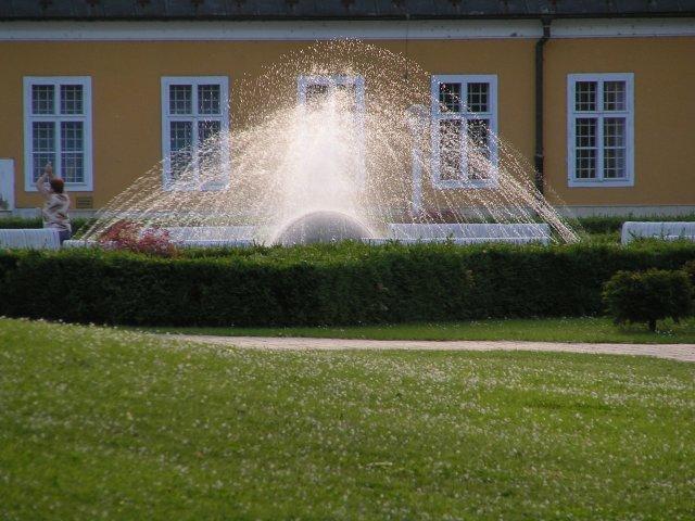 Fialllka a bobek 2 - a takáto fontána tam je :O)