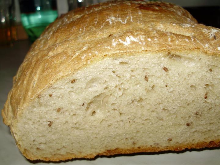 Pečení,vaření,grilování.....je libo něco dobrého do bříška ................ - Domácí chléb na řezu