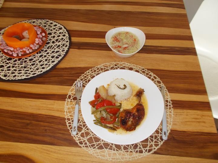Pečení,vaření,grilování.....je libo něco dobrého do bříška ................ - Pečené kuře na zelenině