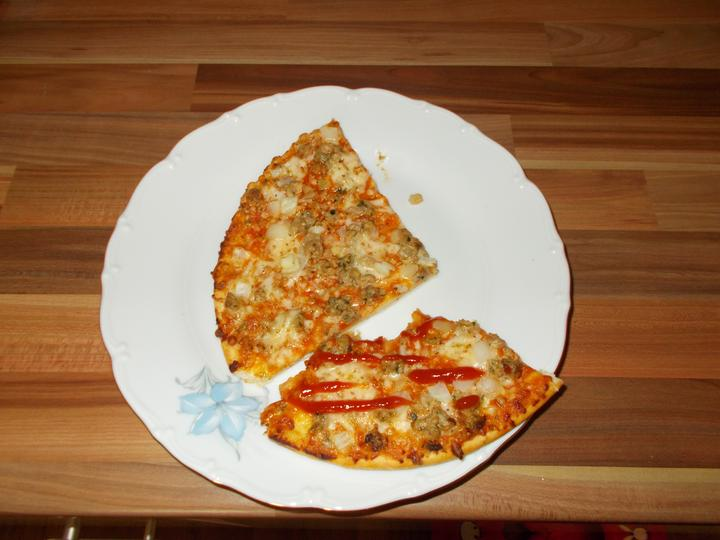 Pečení,vaření,grilování.....je libo něco dobrého do bříška ................ - Pizza s tunákem