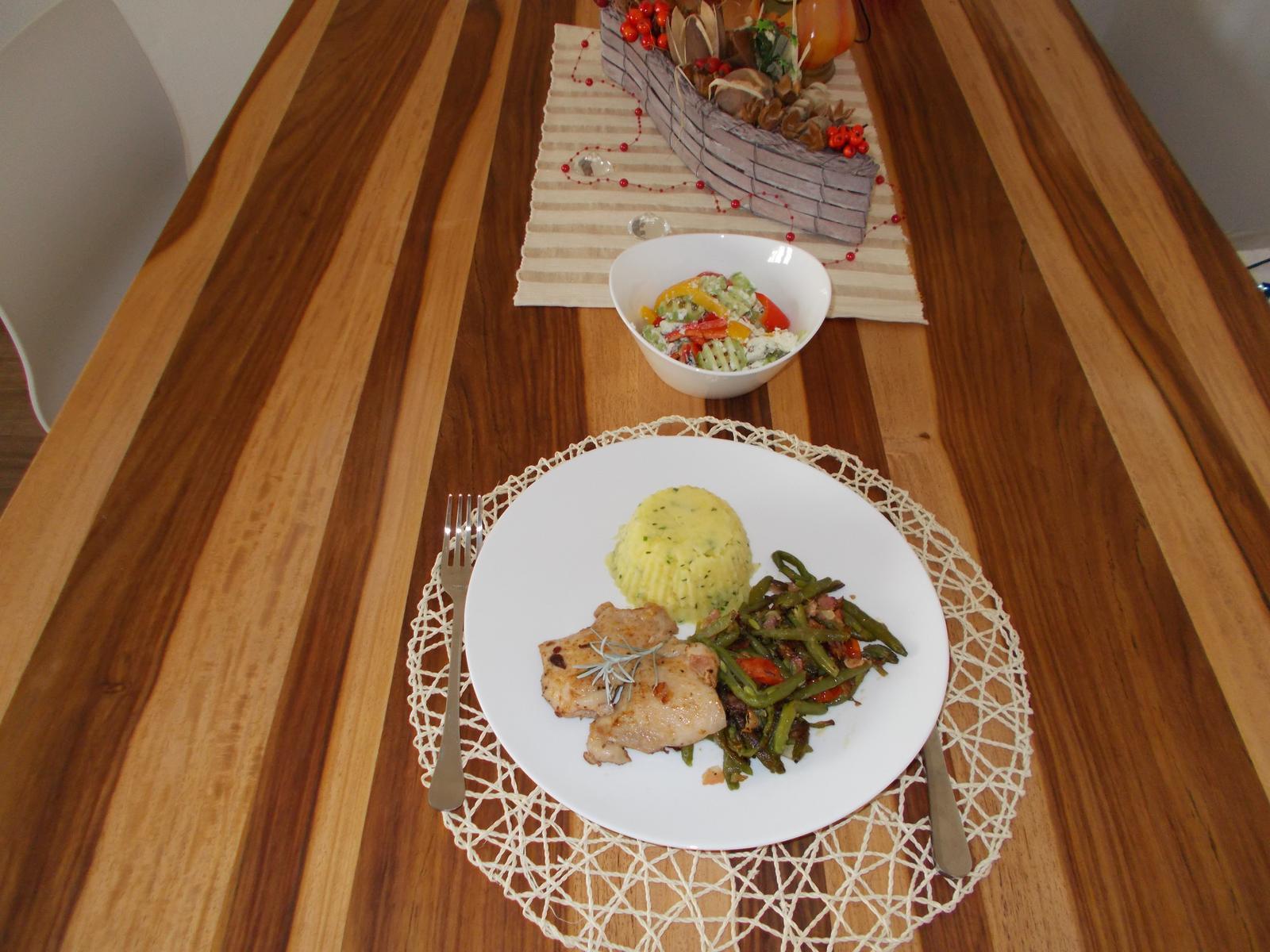 Pečení,vaření,grilování.....je libo něco dobrého do bříška ................ - Kuřecí steak s grilovanými fazolky a štouchaný brambor