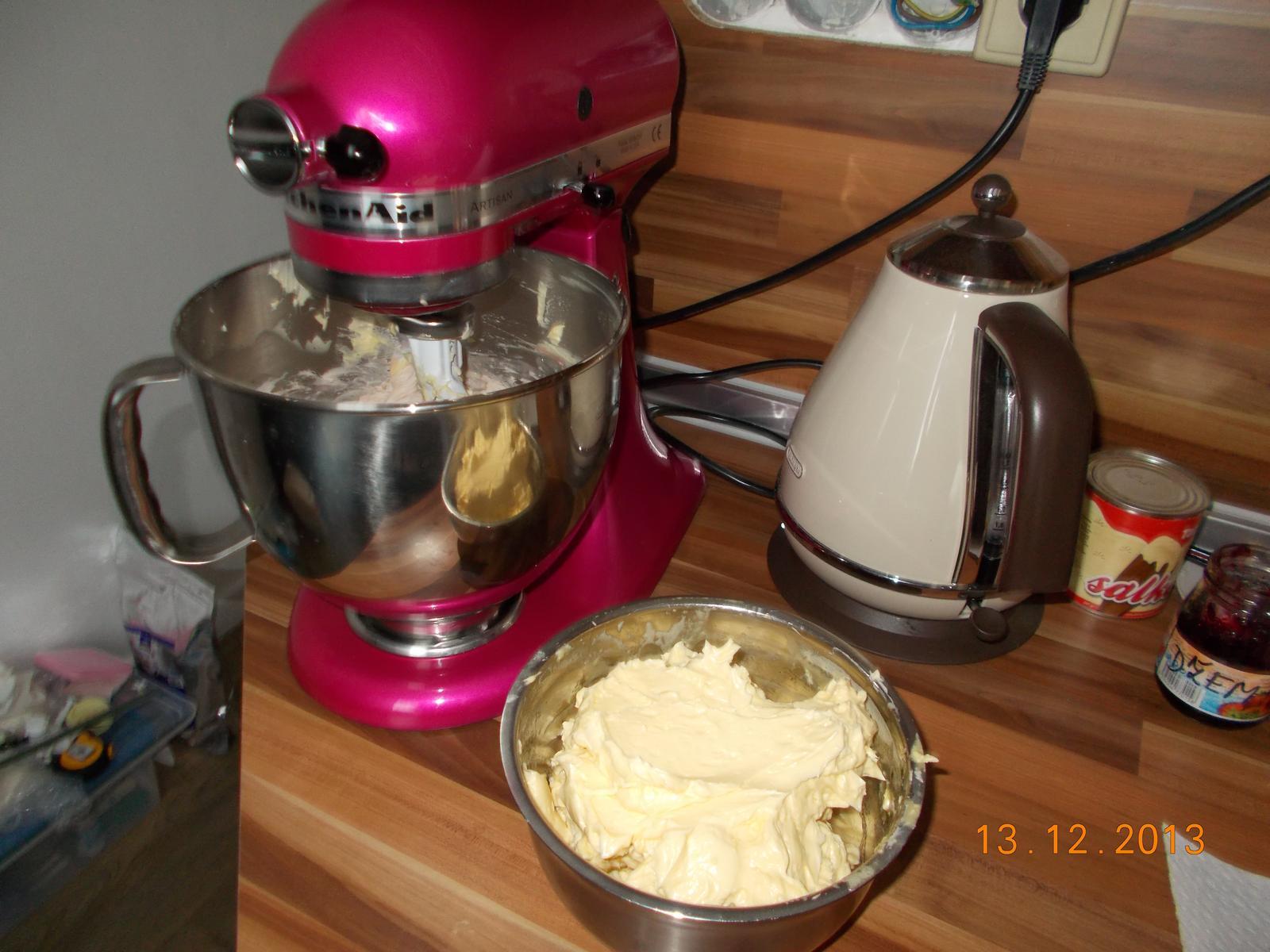 Pečení,vaření,grilování.....je libo něco dobrého do bříška ................ - Robot v akci.....