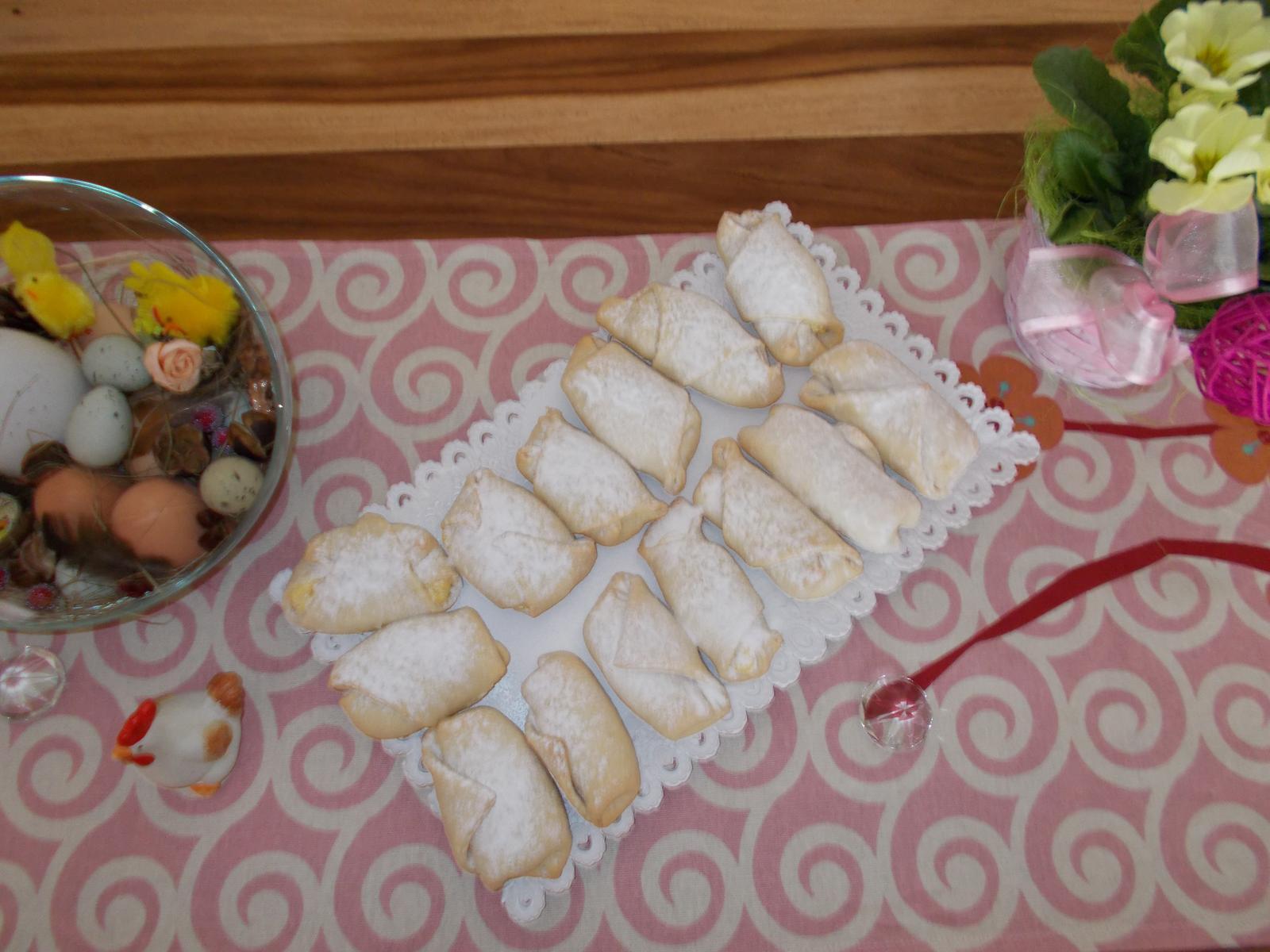 Pečení,vaření,grilování.....je libo něco dobrého do bříška ................ - Pokus o rohlíčky plněné tvarohem