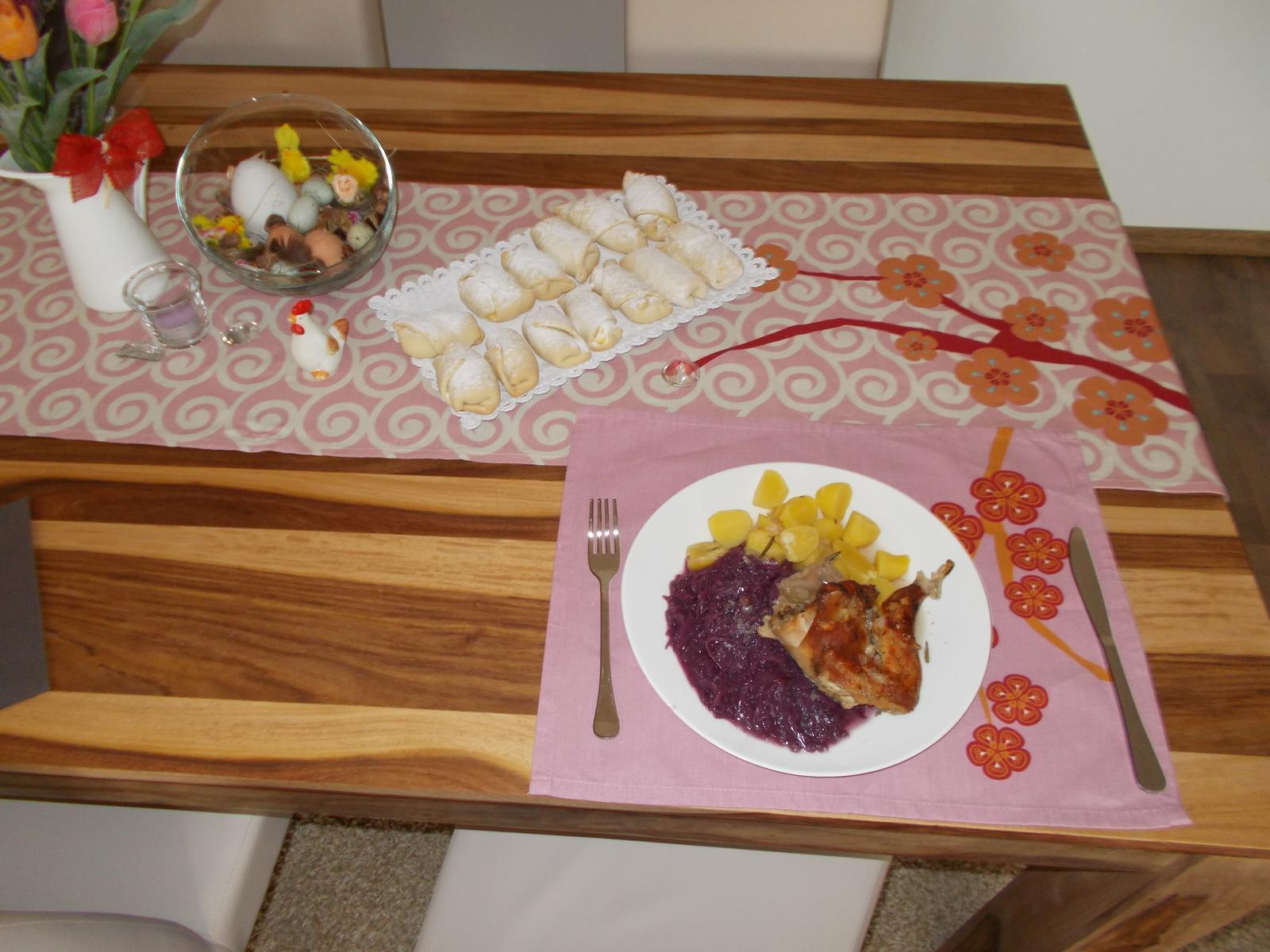 Pečení,vaření,grilování.....je libo něco dobrého do bříška ................ - Pečený králik s červeným zelím a bramborem