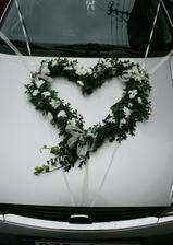 podobně ozdobíme auto nevěsty