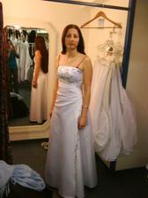 tyhle šaty byly první, co jsem zkusila a moooc se mi líbily