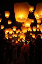 naše polnočné lampióny