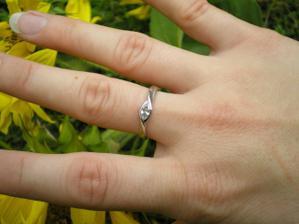 môj snubný prstienok, ktorý som si sama vybrala