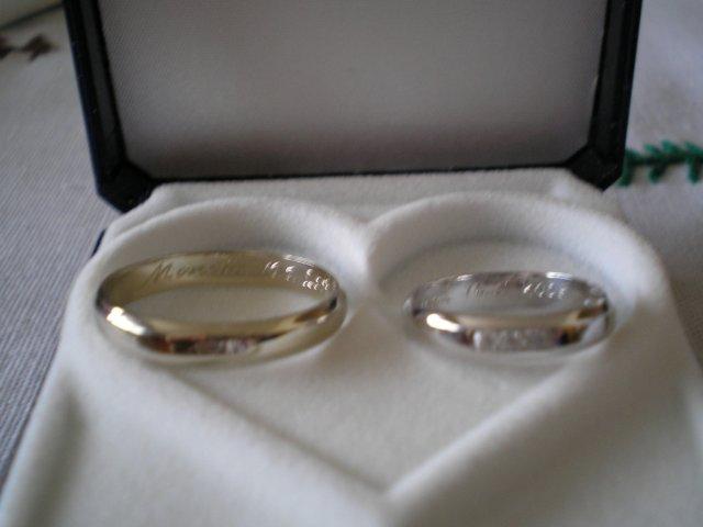 Monika a Marek - obe z bieleho zlata, ale ja mám ródiovanú a s kamienkami