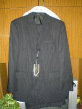 drahého oblek, je tmavomodrý