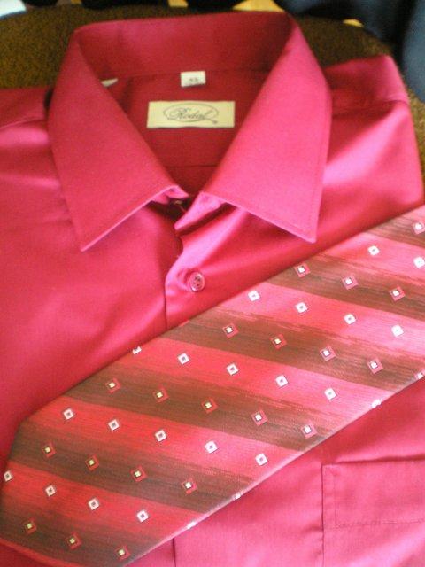 Monika a Marek - košeľa a kravata po polnoci - bordové