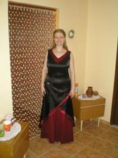 A tu sú už moje popolnočné šaty