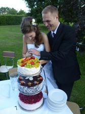 Doufám, že nevadí dotyčné tato fotka...dort se mi strašně líbí a hledala jsem něco takového, jelikož u nás se nemusí marcipán