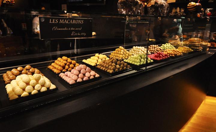 PO svadobny album :) - FR Montmartre - pre milovníkov LES MACARONS <3  ............ tieto chutili oveľa lepšie ako tie čo som napiekla doma :)