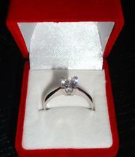 Môj zásnubný prstienok... =)