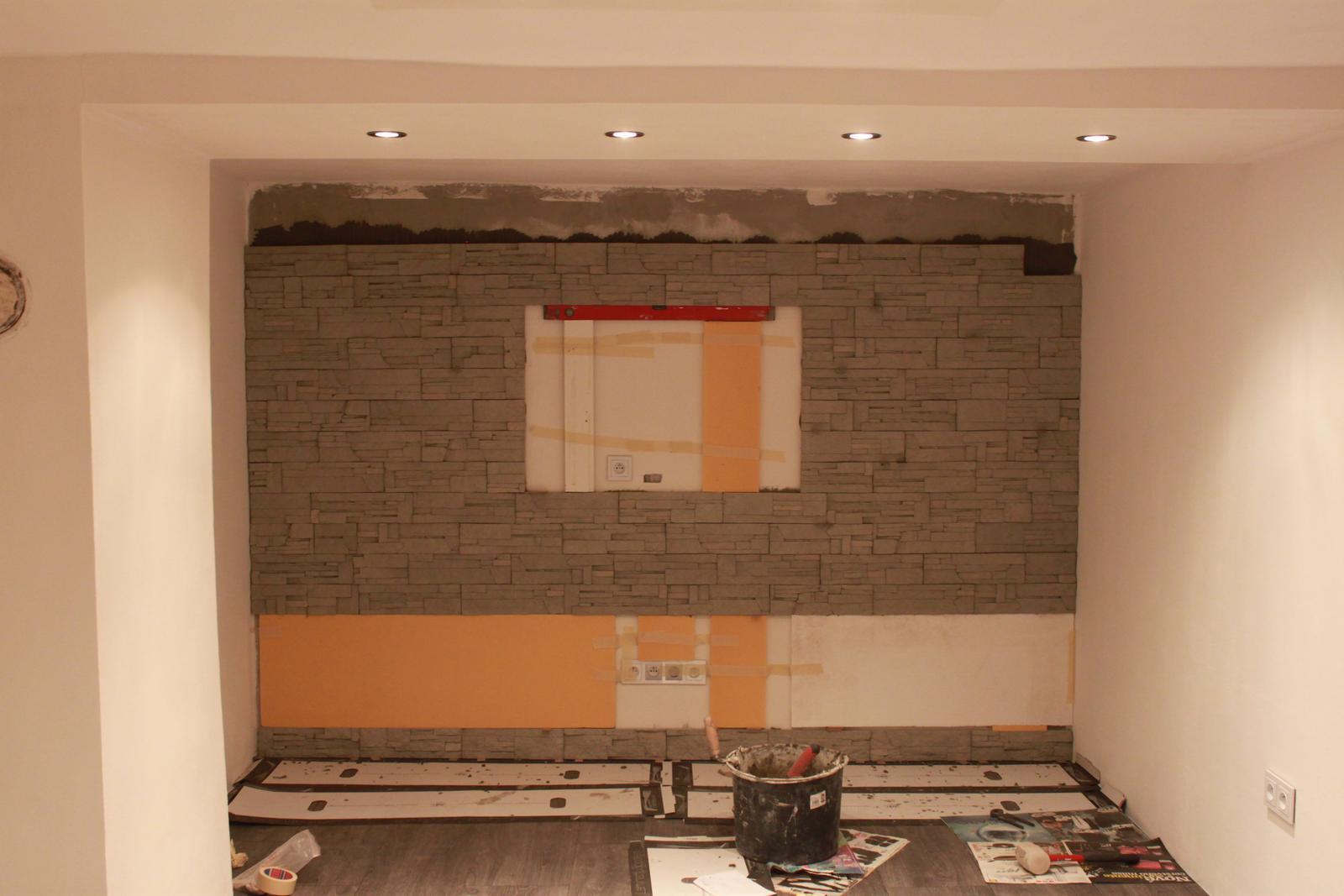 Naša rekonštrukcia - obkladáme zadnú stenu kde bude TV