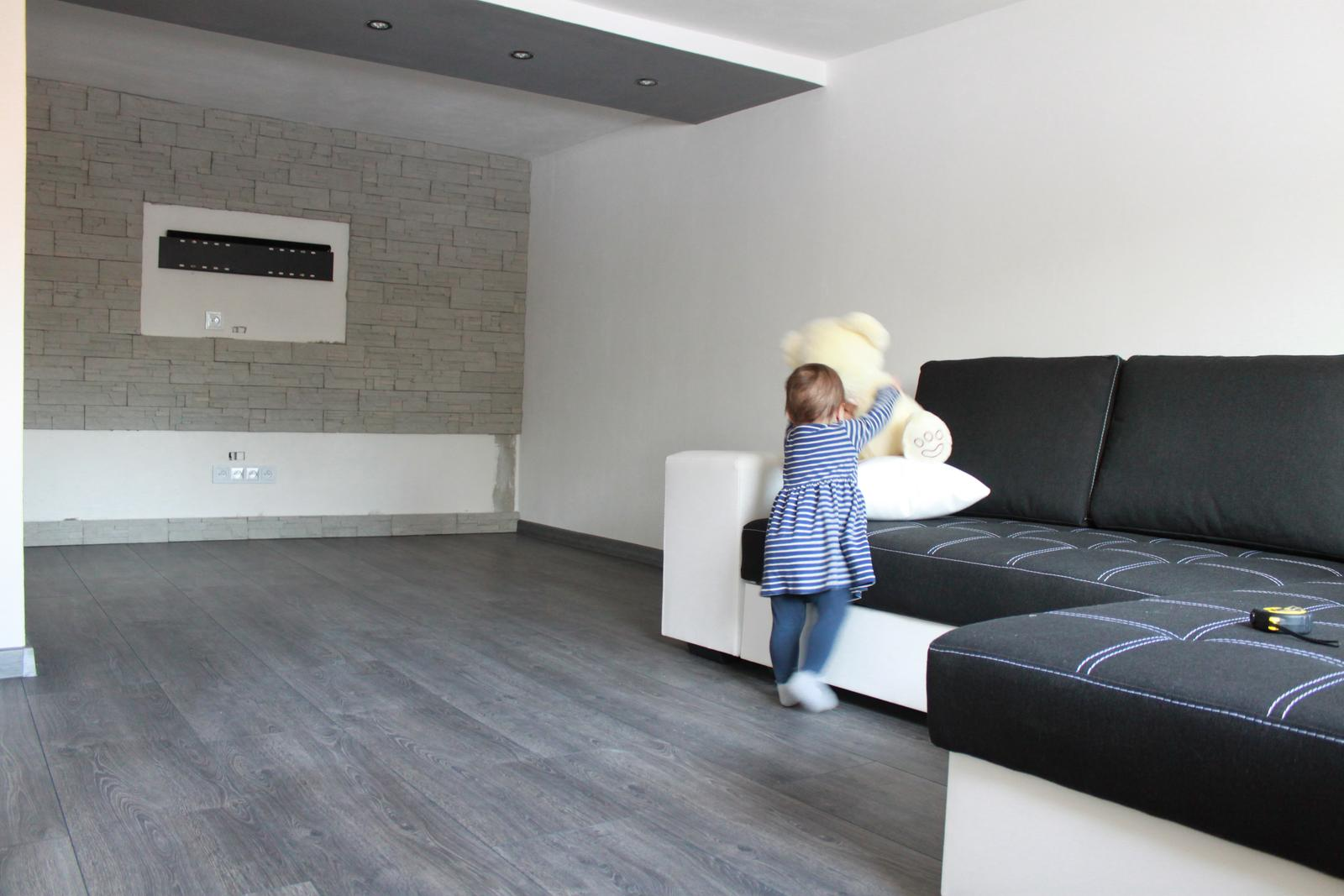 Naša rekonštrukcia - prišiel nám gauč :)