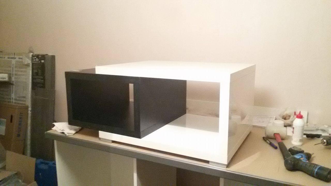 Naša rekonštrukcia - konferenčný stolík vo výrobe