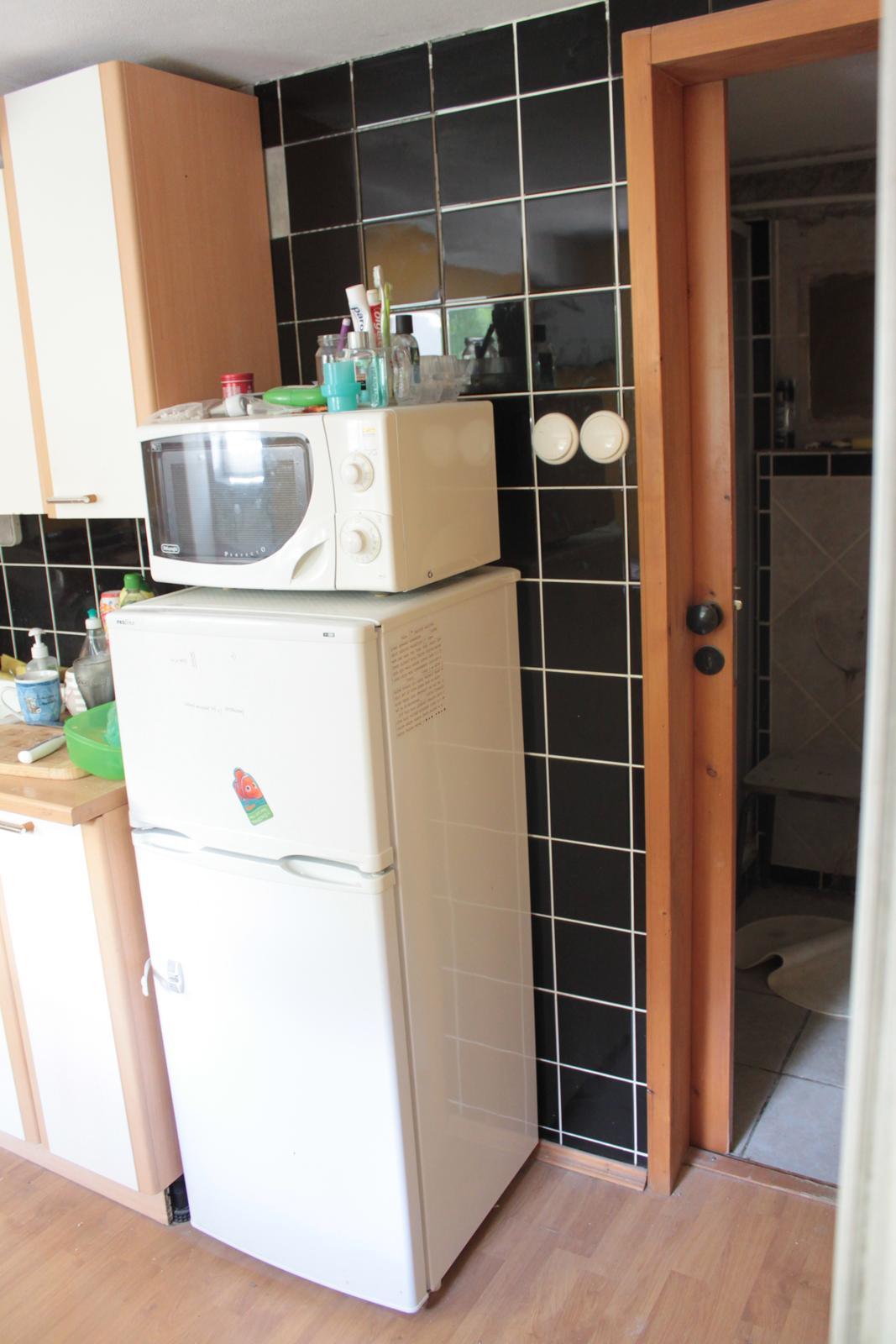 Naša rekonštrukcia - a navyše rozdelená priečkou, kde bola spravená mini kúpeľnička