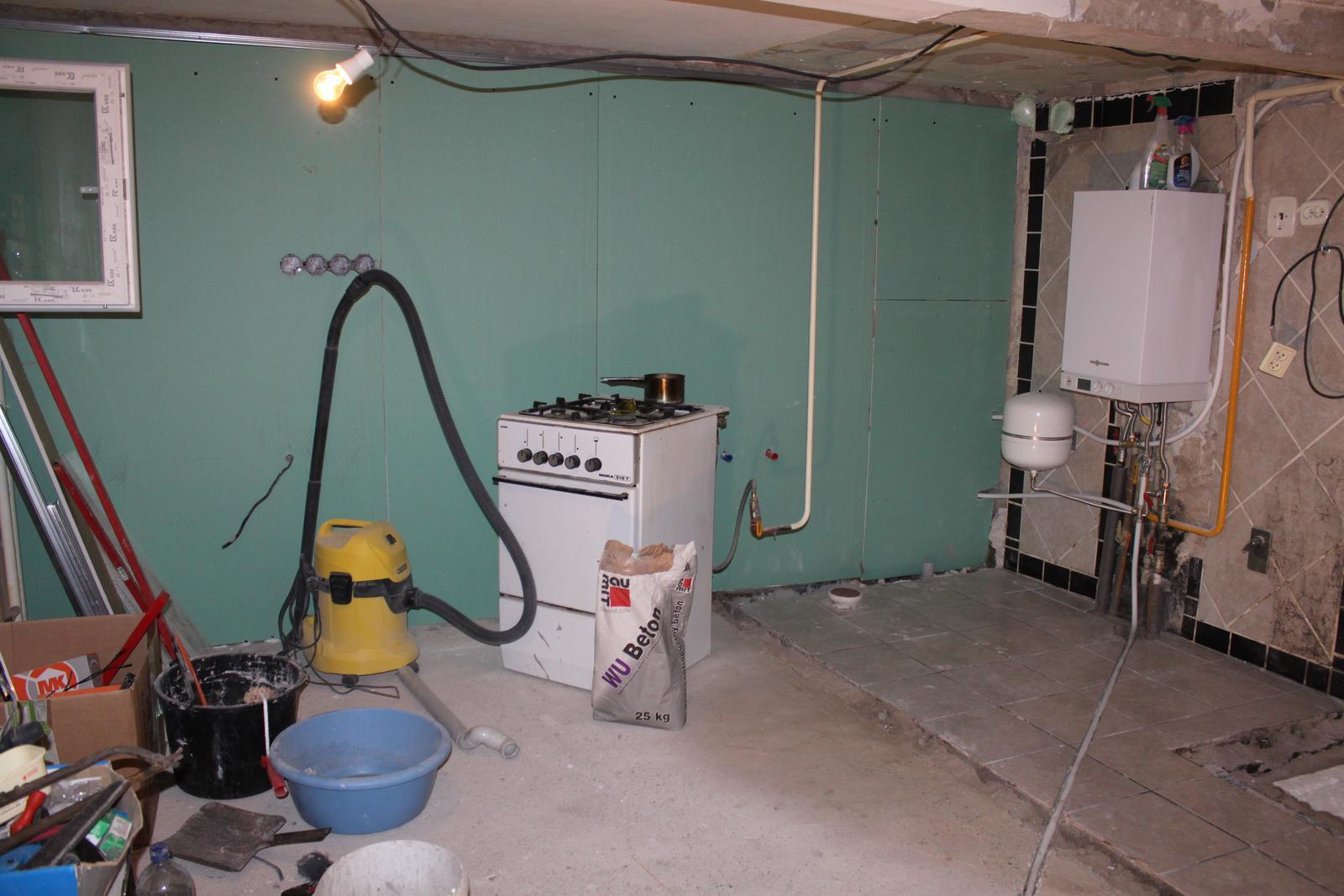 Naša rekonštrukcia - čakáme na plynára, aby nám prehodil plynovú rúru
