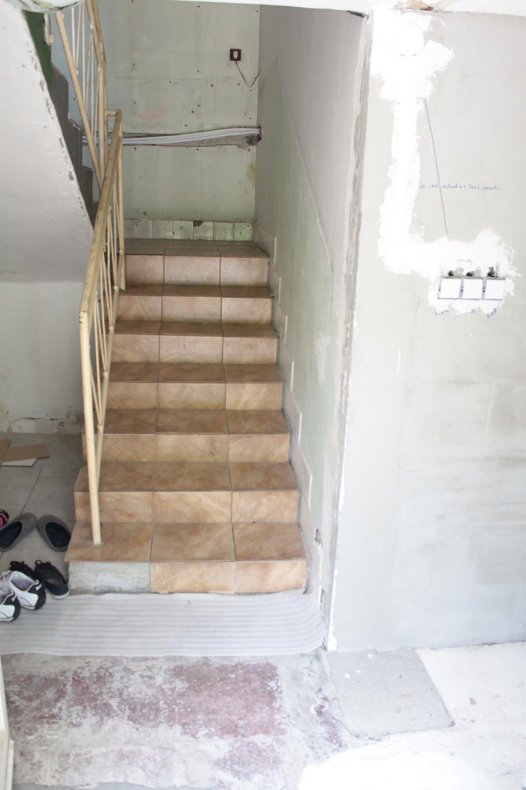 Naša rekonštrukcia - namiesto dlažby pôjdu drevené stupne