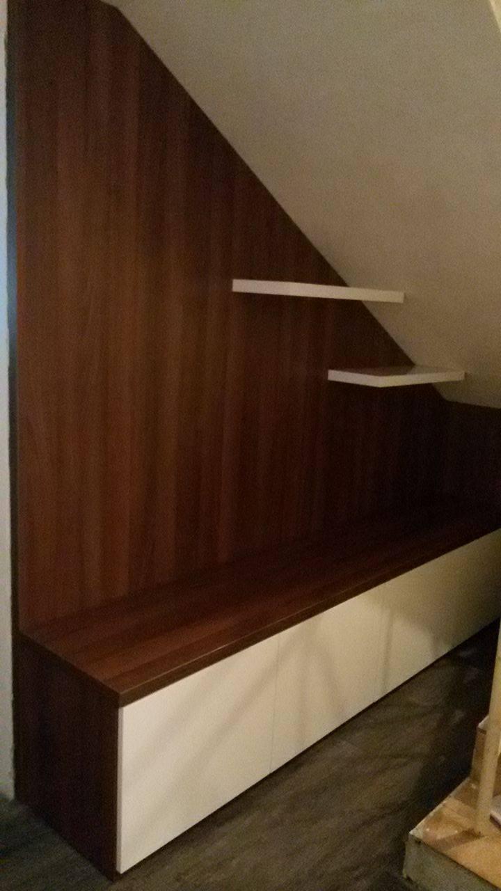 Naša rekonštrukcia - vešiaková stena pod schodami