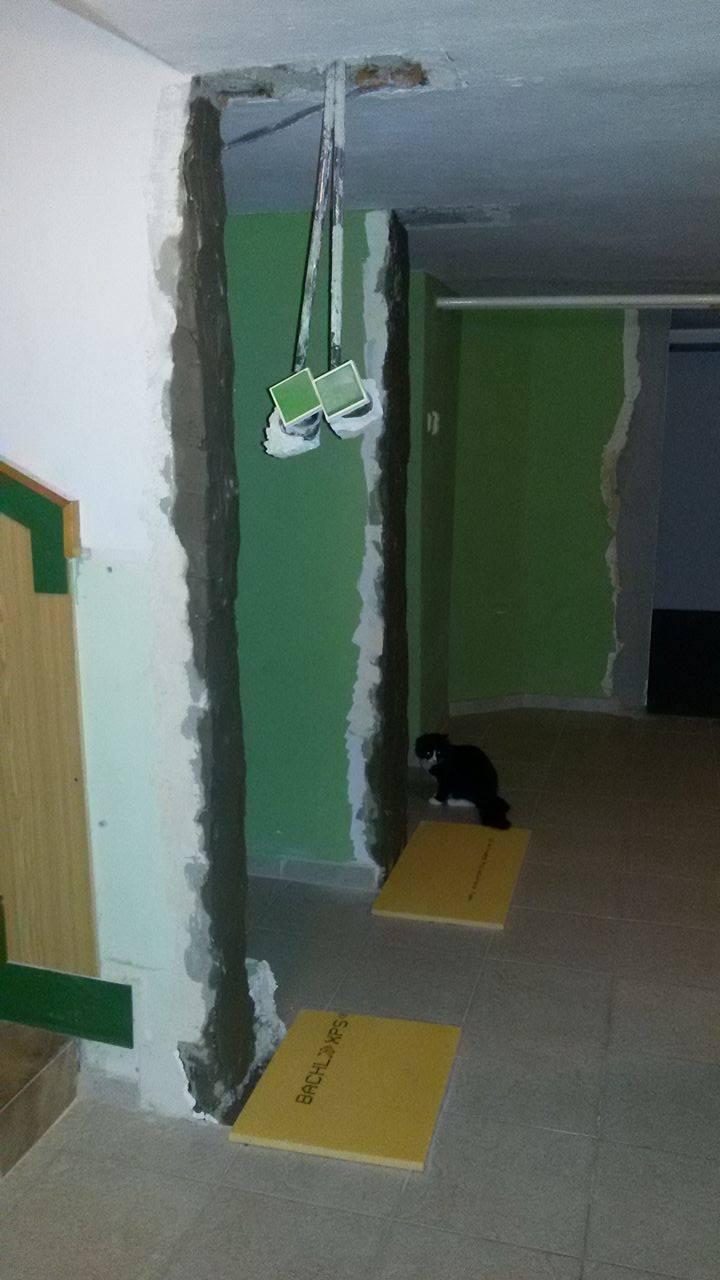 Naša rekonštrukcia - zosekaná časť múrov na chodbe