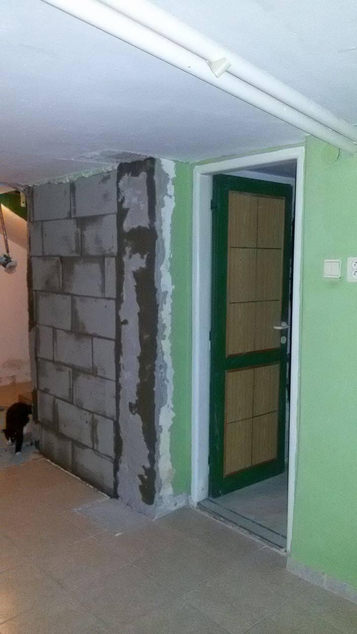 Naša rekonštrukcia - vchod do WC zamurovaný