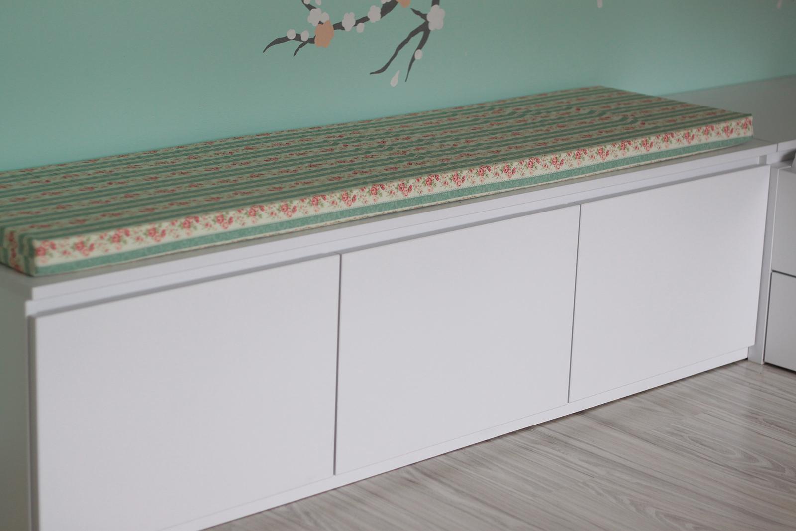 Naša rekonštrukcia - a pribudol aj matrac na sedenie na skrinku :)