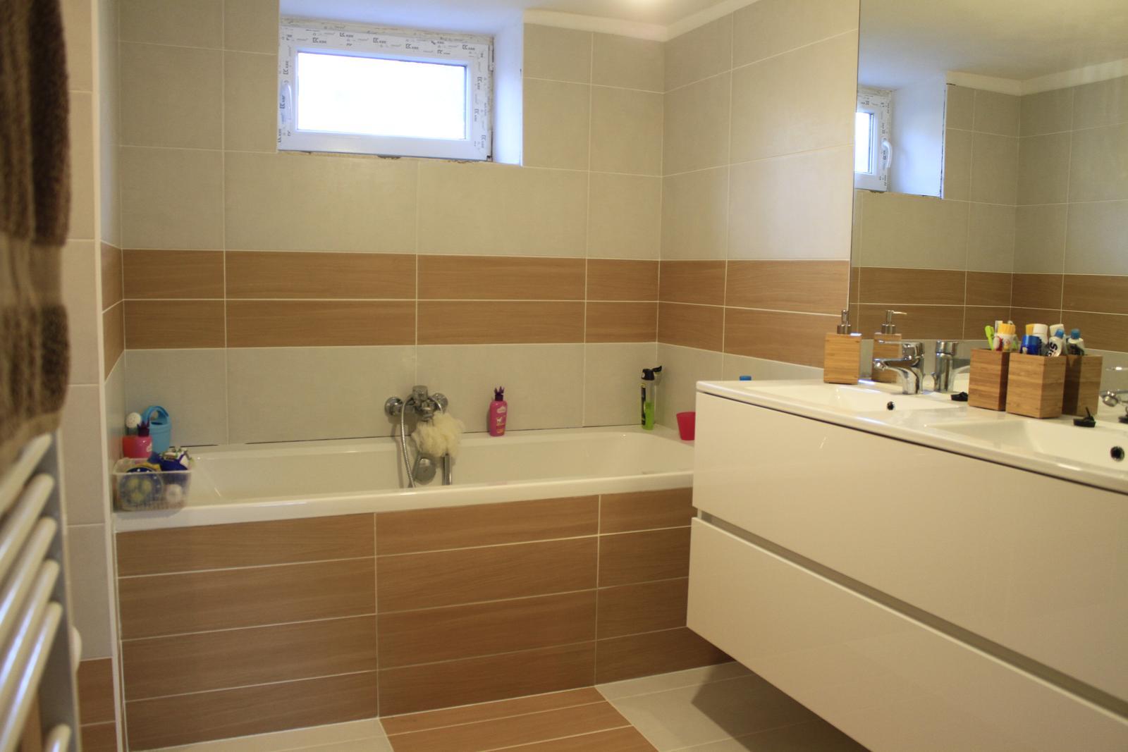 Naša rekonštrukcia - konečne hotová kúpeľňa... ostávajú také drobnosti ako svetlá, parapet a pod.