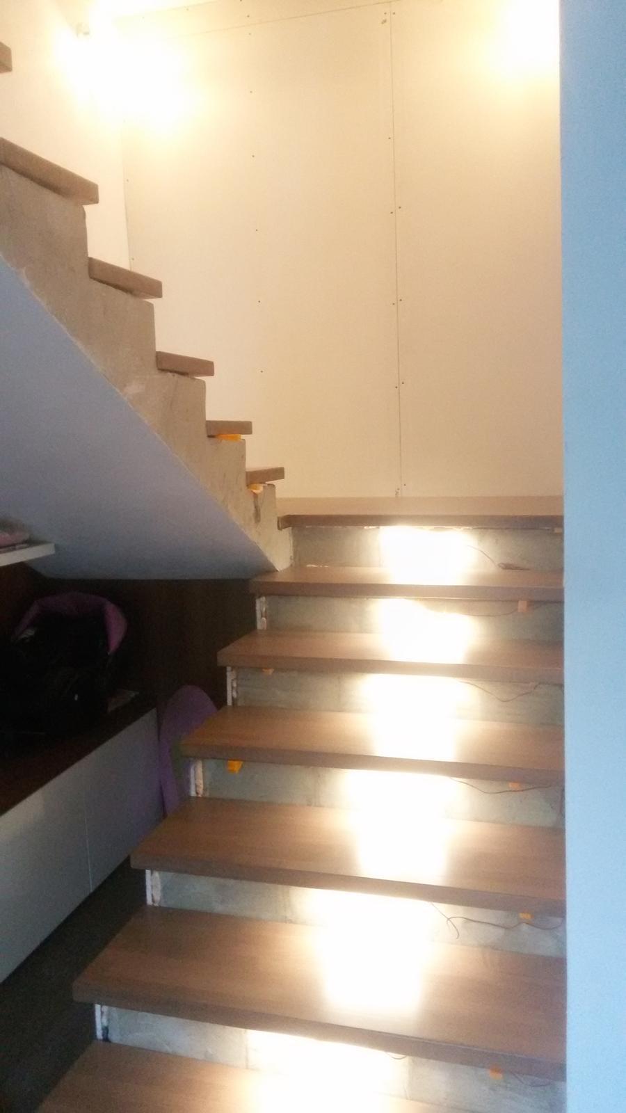 Naša rekonštrukcia - stupne z dubovej škárovky