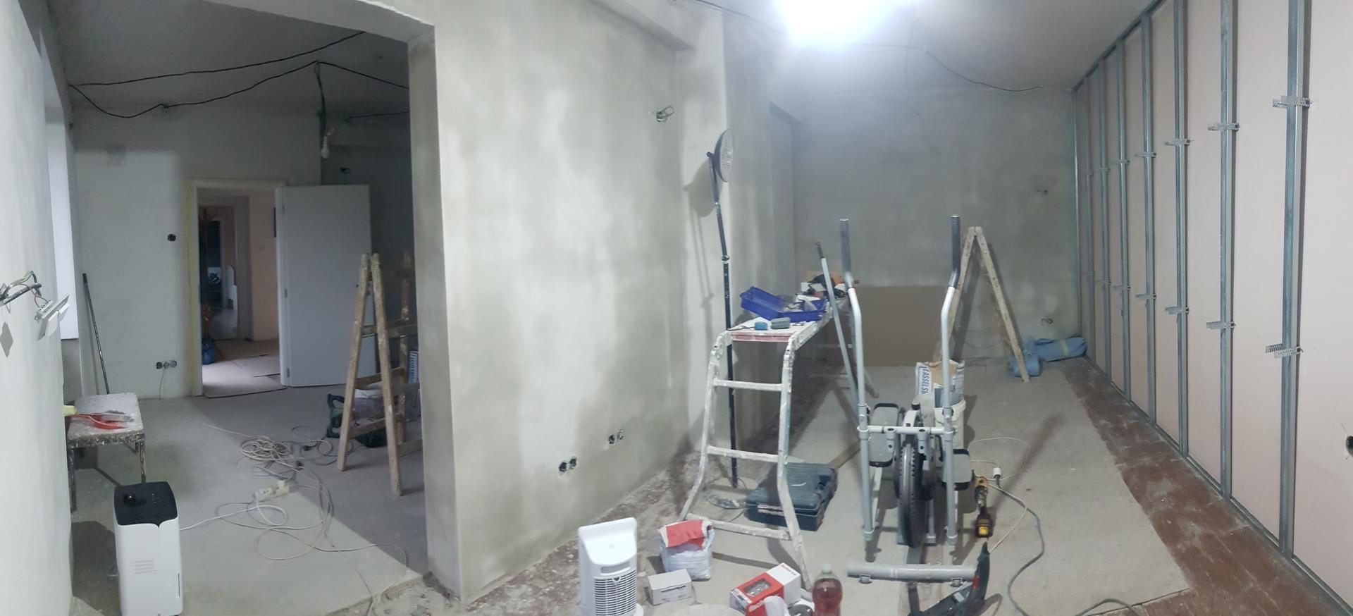 Naša rekonštrukcia - ... keďže zadná stena bola strašne krivá, rozhodli sme sa pre sadrokartónovú predstenu