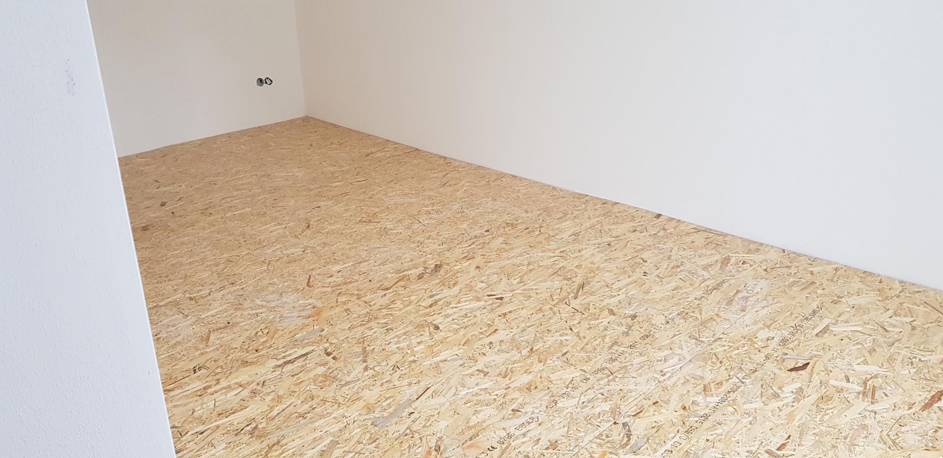 Naša rekonštrukcia - ... na vrch naukladané OSB dosky ako podklad pre laminátovú podlahu, ktorá tam pôjde