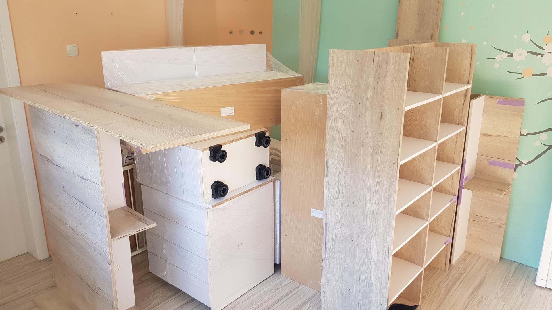 Naša rekonštrukcia - nábytok vyrobený, môže sa skladať :)