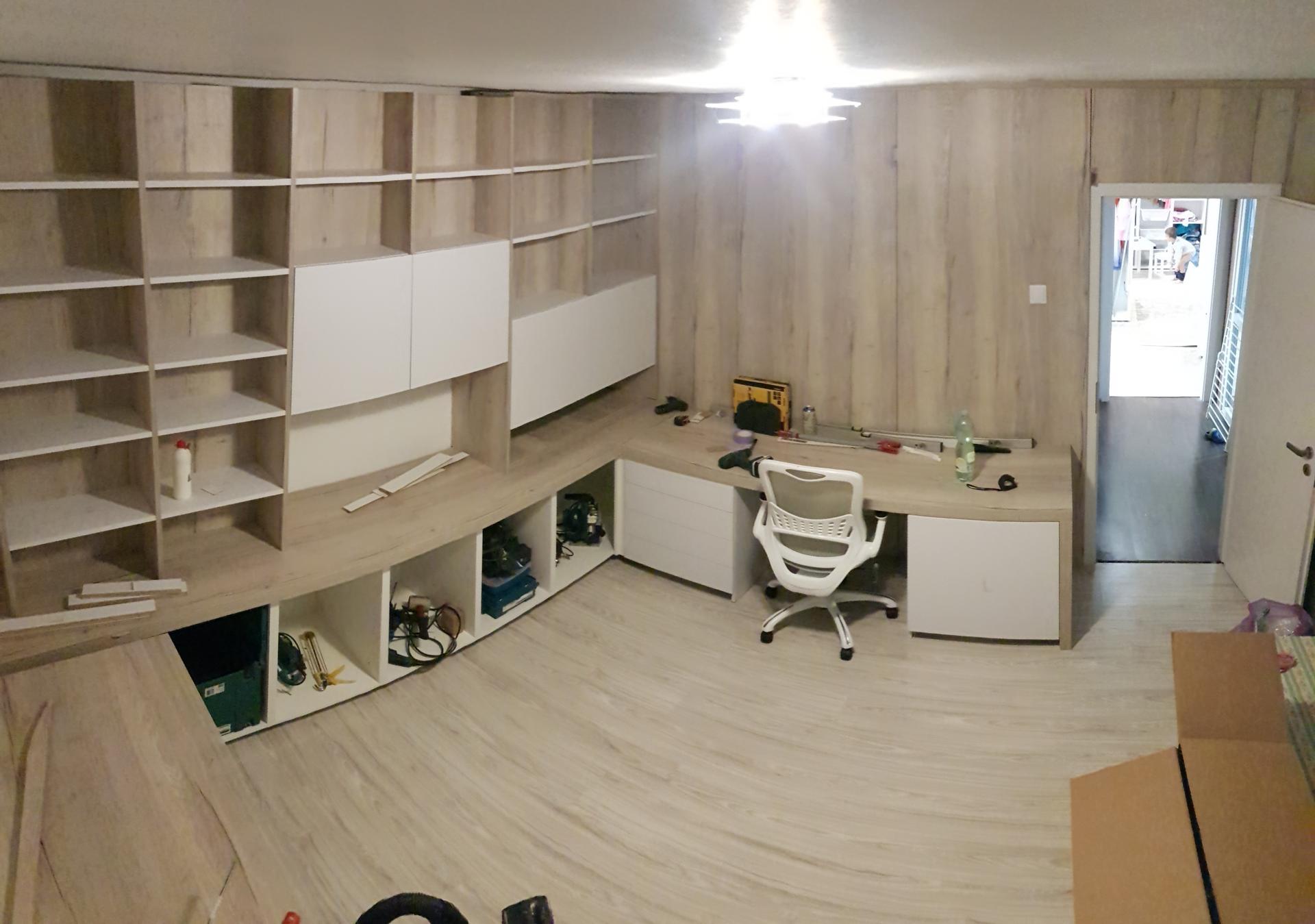 Naša rekonštrukcia - zadnú stenu bude tvoriť knižnica a akvárium