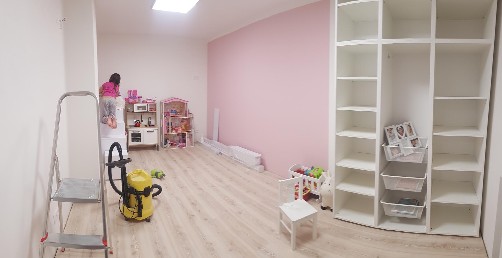 Naša rekonštrukcia - nábytok bude kombinovaný so smrekovou dýhou, na ktorú este čakáme